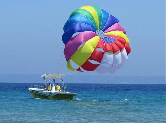 people on a parasailing tour